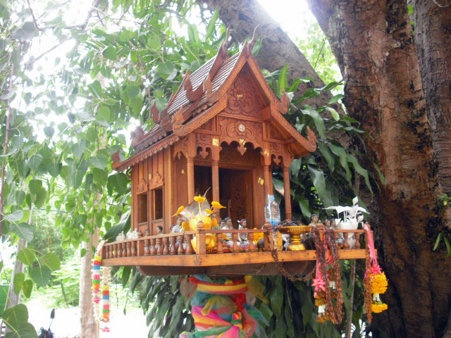 Thai spirit houses world of rob for Thailand houses pictures